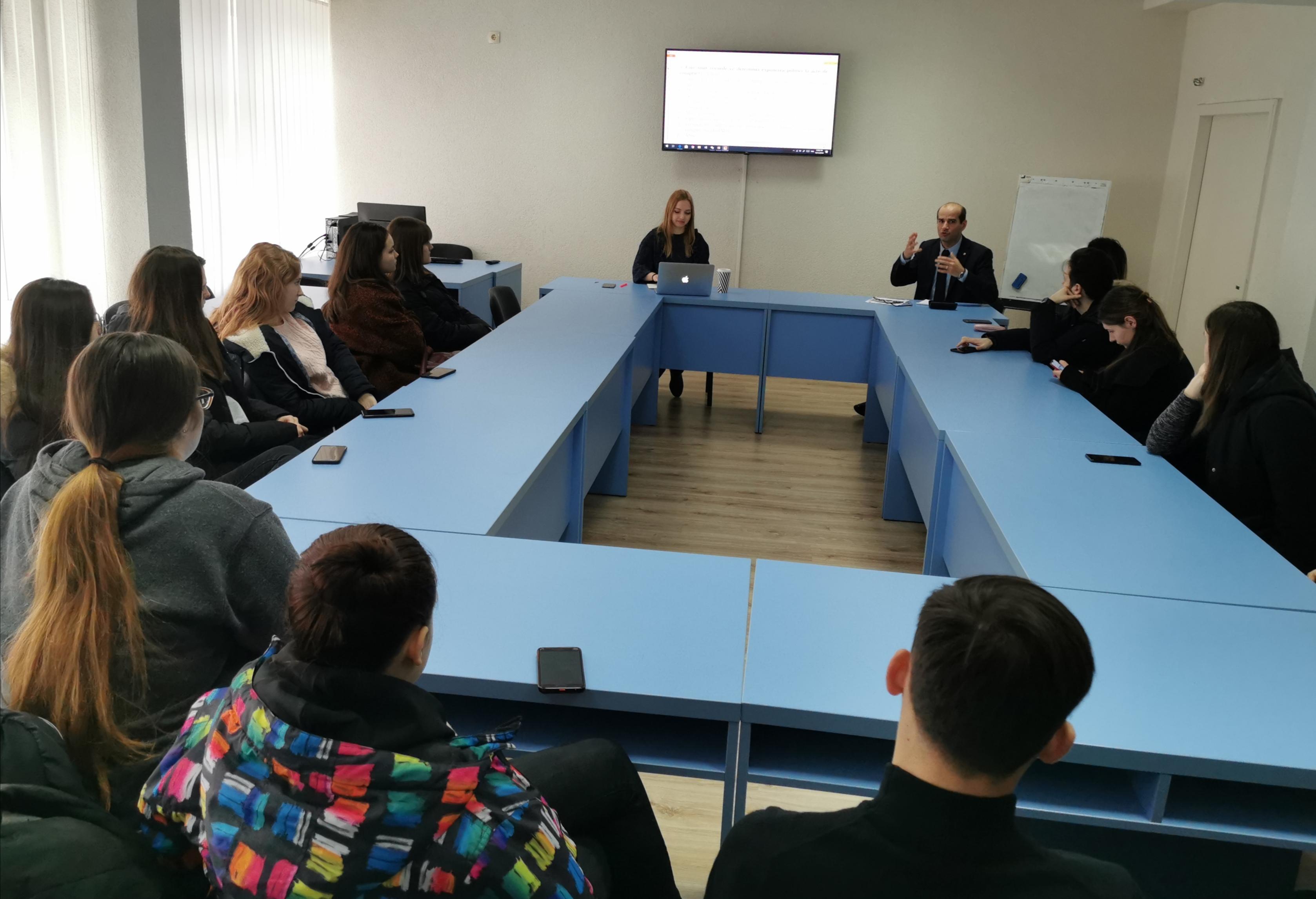 Focus grup cu participarea studenților de la Facultatea Relații Internaționale, Științe Politice și Jurnalism