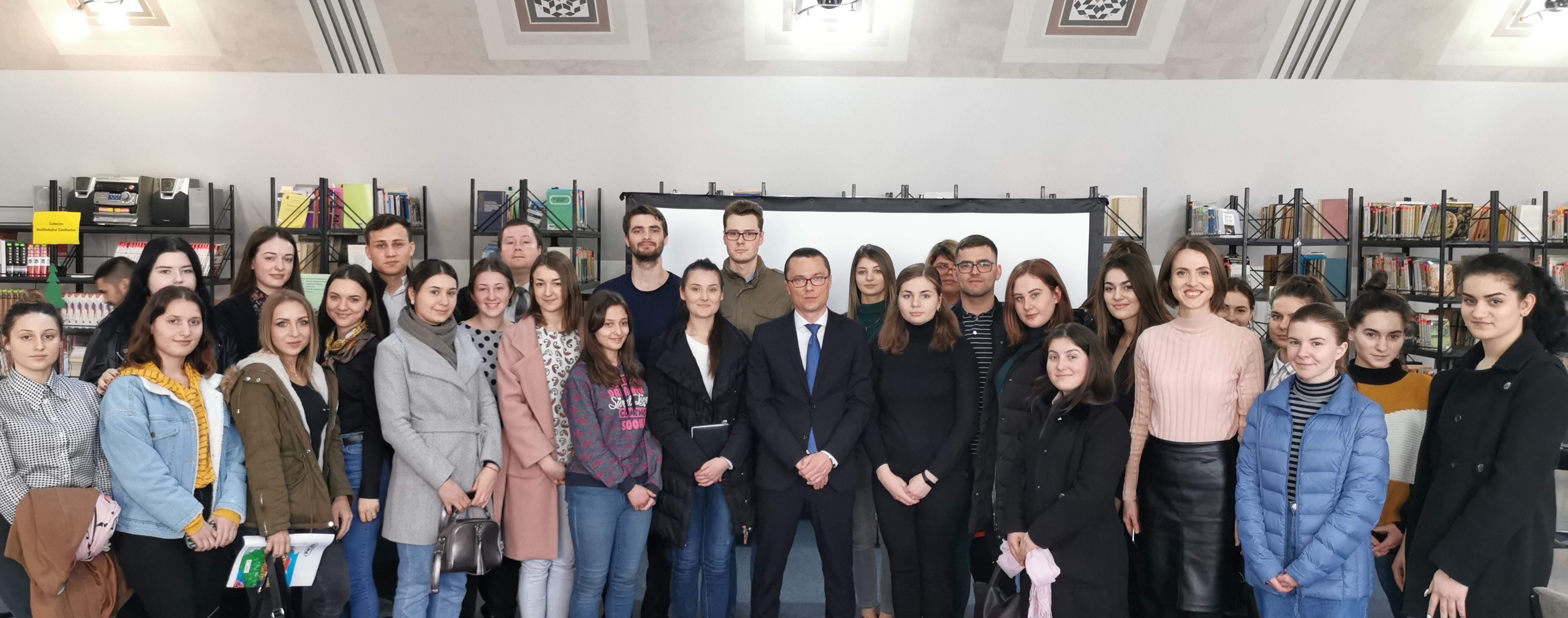 Jurnalistul Gheorghe Gonța în discuții cu studenții ULIM