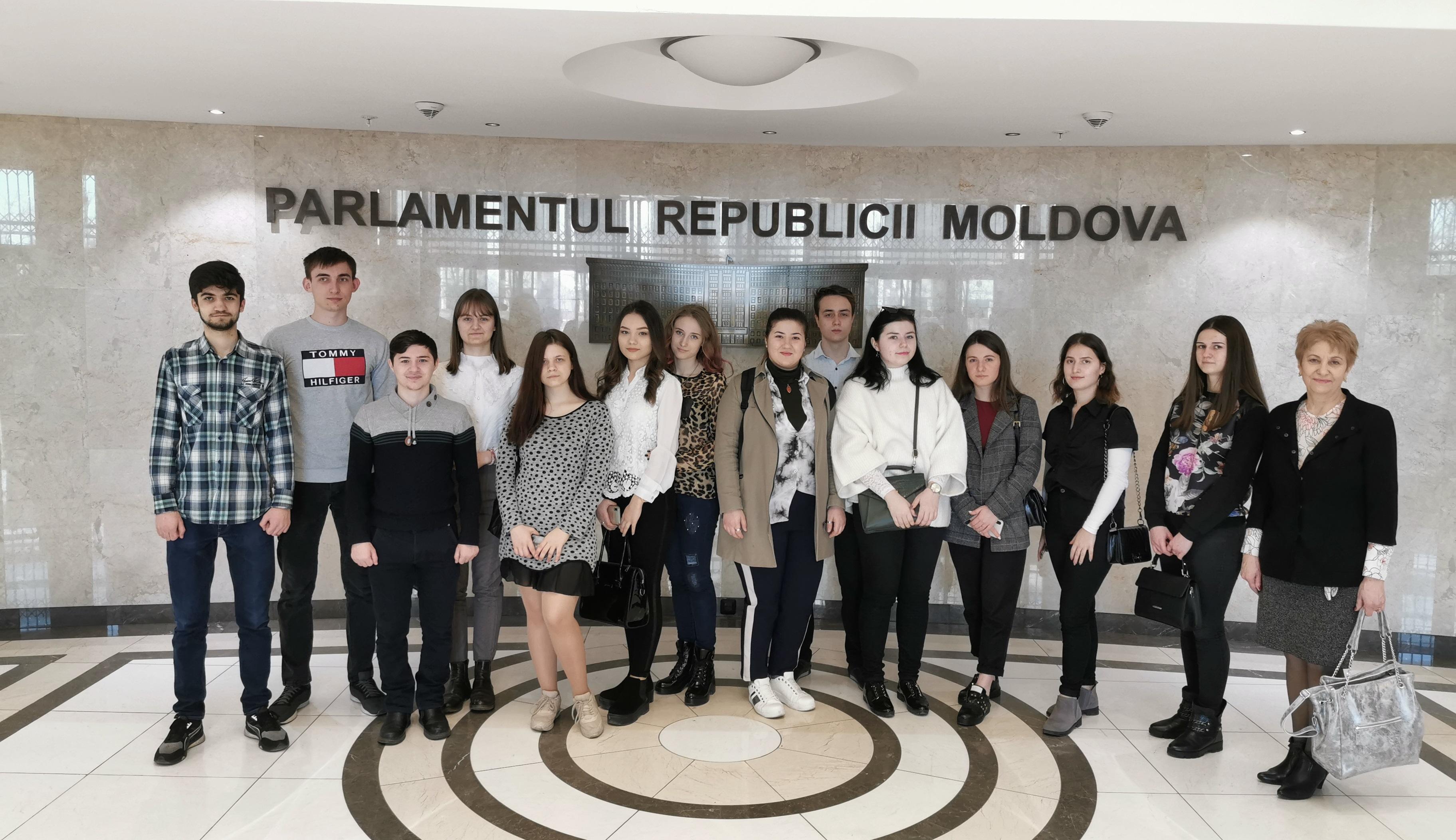 Vizita studenților de la Facultatea Relații Internaționale, Științe Politice și Jurnalism la Parlamentul RM